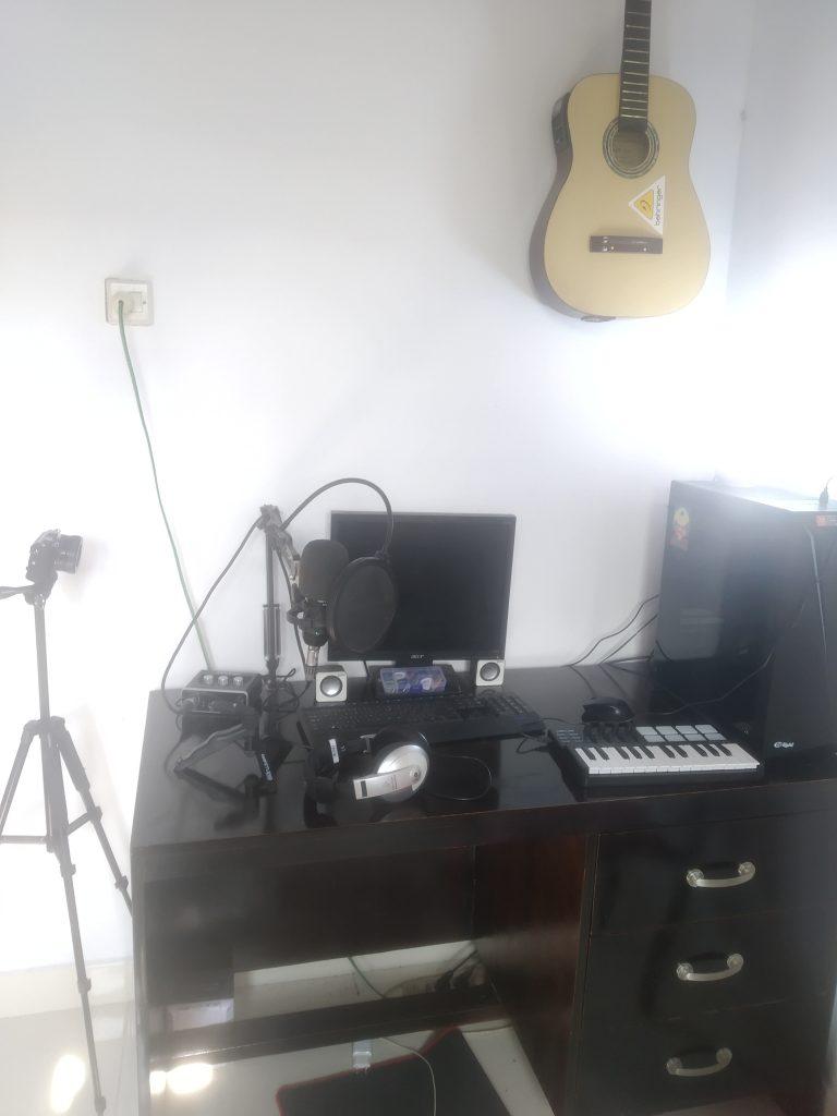 Apakah Midi controller itu wajib dalam proses pembuatan musik
